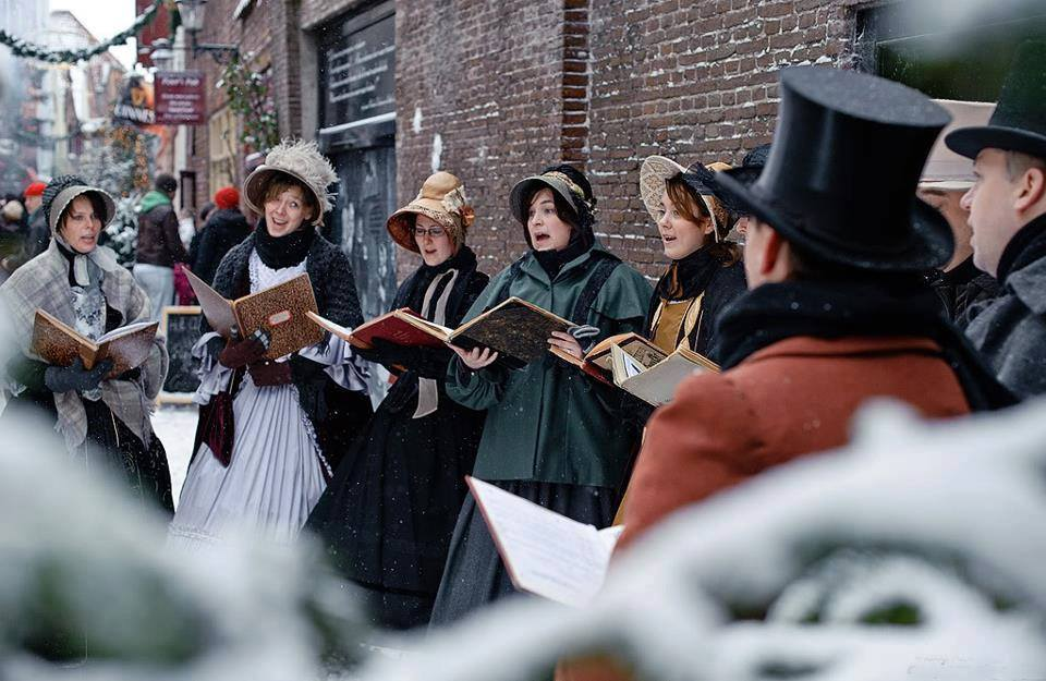 Did you know that you can revive the 19th century of Charles Dickens this weekend in the city center of Deventer? On 16 and 17 December over 950 characters from Dickens' famous novels like Scrooge and Oliver Twist will reenact the romantic stories.