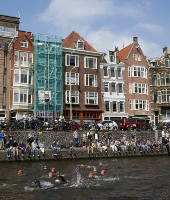 Did you know that 2679 brave people take a 2 km swim today in Amsterdam's canals to raise awareness and funds for the incurable motor-neuron disease ALS?