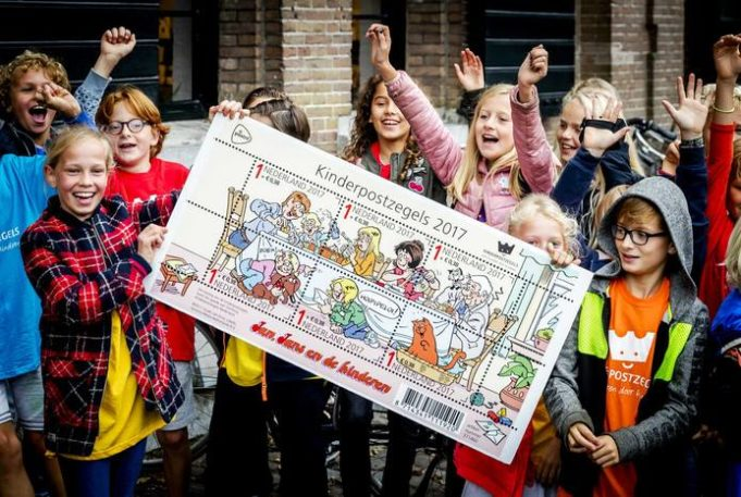 Did you know that today is the kick off of the annual Kinderpostzegels ('Children Stamps') fundraising? Around 160,000 kids from grades 7 and 8 go door-to-door, selling stamps and postcards. Not only do these kids develop social skills while selling products, the profit goes to projects that support safety and development of vulnerable children in countries like Guatemala, Senegal, India as well as the Netherlands.