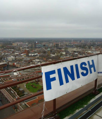 Did you know that Overijssel's tallest tower hosts the 10th edition of the Dutch Championships Tower Running? Sunday 10 December vertical runners ascend as many as 450 stairs at the Alpha Tower in Enschede. The holder of the track record finished in less than two minutes.