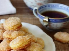 Did you know that Roald Dahl considered 'Arnhemse Meisjes' his most favorite cookie in the world? The recipe of these crispy biscuits with sugary topping was a big secret, until Roald Dahl persuaded the baker to give up the recipe, which he published in his cookbook.