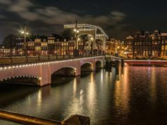 Did you know that the Skinny Bridge (Magere Brug) in Amsterdam is one of the most romantic spots in Amsterdam? Legend has it that couples who kiss passionately crossing under the Skinny Bridge will be in love forever.