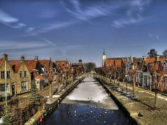 Did you know that Sloten is the smallest city of Friesland? The fortified city measures just 350 by 350m and is home to historical buildings, water gates and a well preserved windmill.