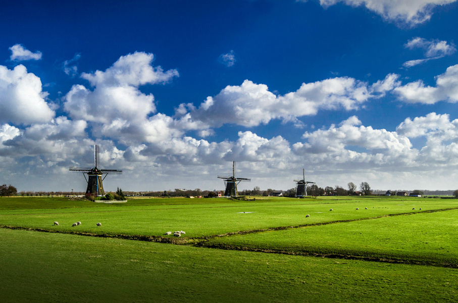 Did you know that the windmills in Stompwijk (Molendriegang) were built around 1672 for keeping the polders dry?