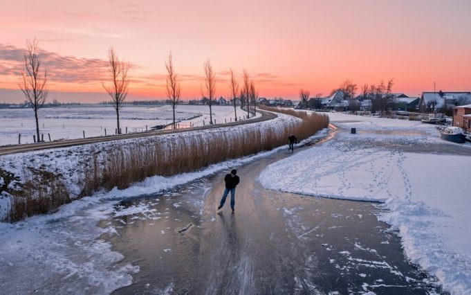 The North Sea, the Wadden Sea, lakes, canals, rivers and streams. Did you know that you can find the Dutch anytime near water? Whether it be in swimwear, on a boat, on a beach or, after a few days of frost, on their ice skates.