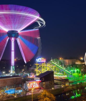 From cotton candy to claw games and from fresh poffertjes to haunted houses, there is plenty to do at funfairs. As of 2018 the biyearly funfair on Amsterdam's Dam Square no longer exists. We have compiled a list of travellng funfairs in Amsterdam.