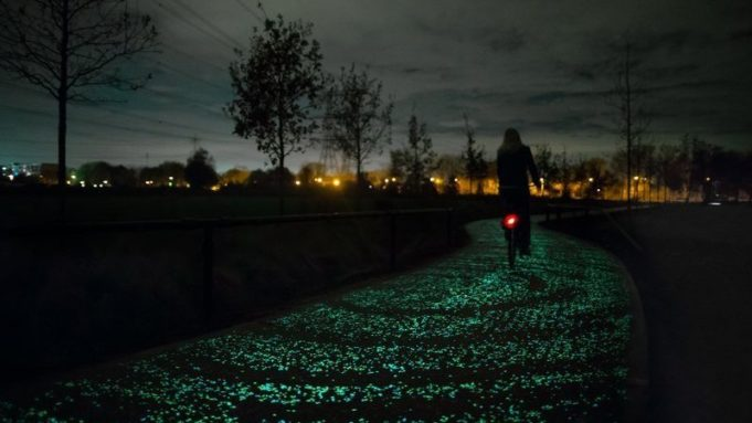 Did you know that this glow-in-the-dark bicycle path is made of thousands of special stones that charge themselves in the sun and light up in the dark? The path is inspired by Starry Night and can be found in Vincent van Gogh's old hometown Nuenen.